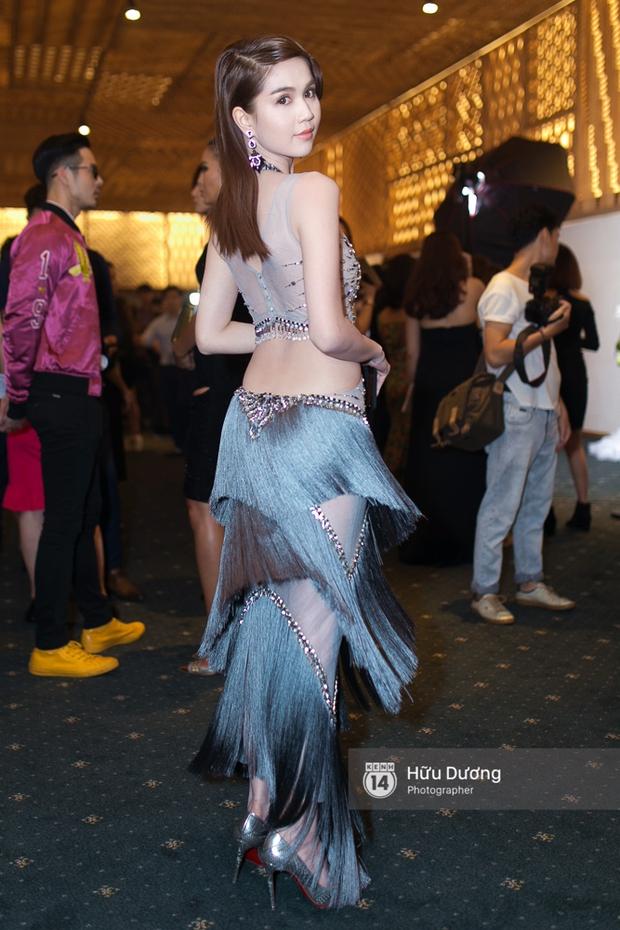 Elle Style Award: Ngọc Trinh mặc như đi diễn, Phạm Hương khác lạ với tóc mới - Ảnh 3.
