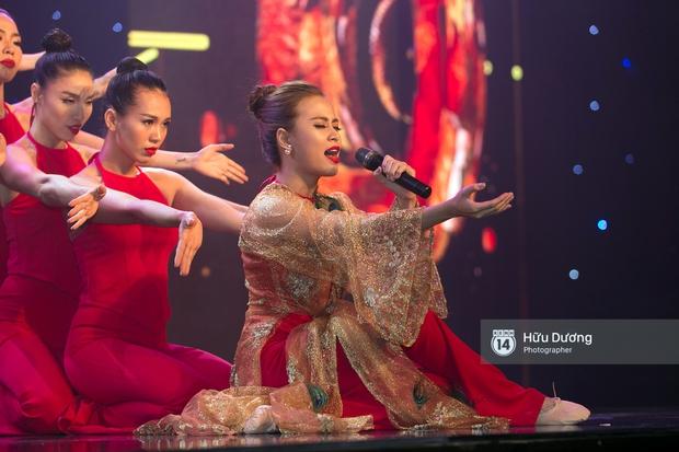 Noo Phước Thịnh diện cây hàng hiệu gần 500 triệu lên thảm đỏ, diễn lôi cuốn trên sân khấu - Ảnh 8.