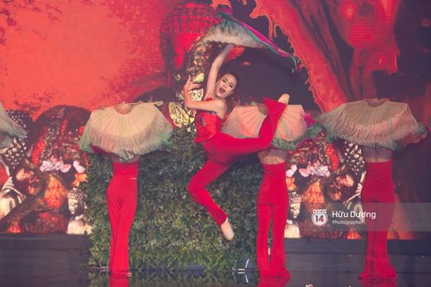Noo Phước Thịnh diện cây hàng hiệu gần 500 triệu lên thảm đỏ, diễn lôi cuốn trên sân khấu - Ảnh 10.