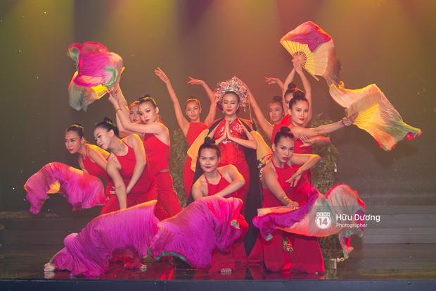 Noo Phước Thịnh diện cây hàng hiệu gần 500 triệu lên thảm đỏ, diễn lôi cuốn trên sân khấu - Ảnh 11.