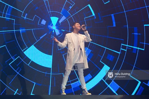 Noo Phước Thịnh diện cây hàng hiệu gần 500 triệu lên thảm đỏ, diễn lôi cuốn trên sân khấu - Ảnh 3.