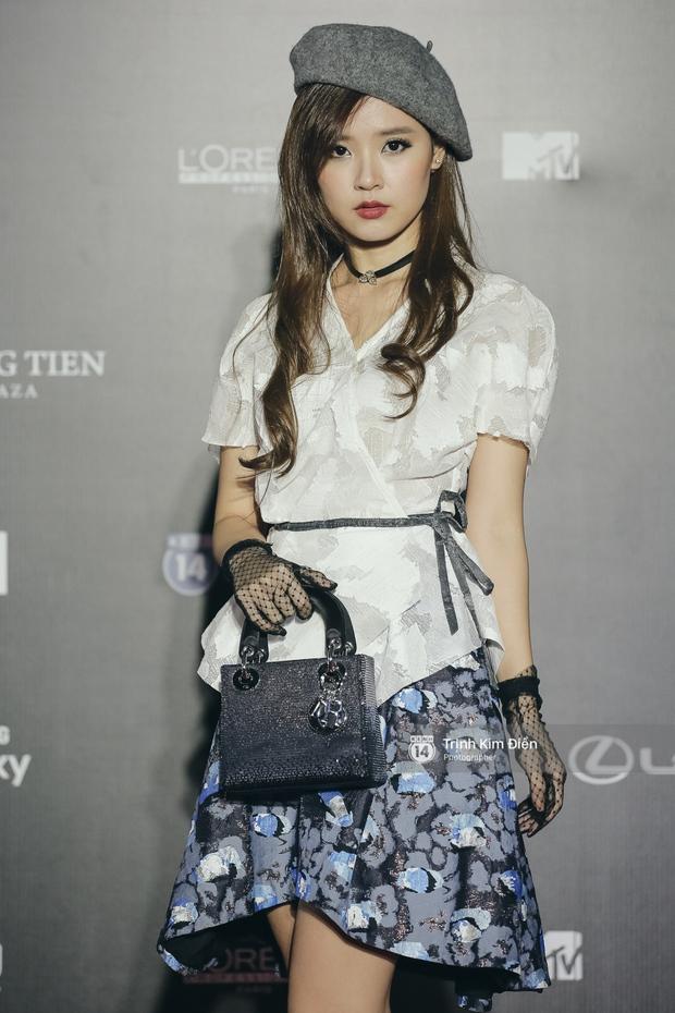 Vietnam International Fashion Week ngày cuối: Midu vẫn giữ style nữ tính trên thảm đỏ cùng dàn Hoa hậu, Á hậu - Ảnh 3.
