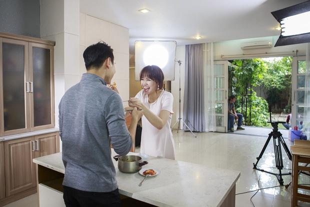 Hari Won cặp kè bạn trai của Chúng Huyền Thanh trong MV mới - Ảnh 3.