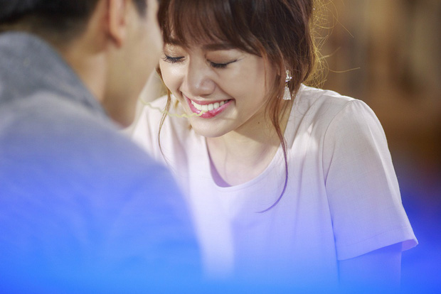 Hari Won cặp kè bạn trai của Chúng Huyền Thanh trong MV mới - Ảnh 4.