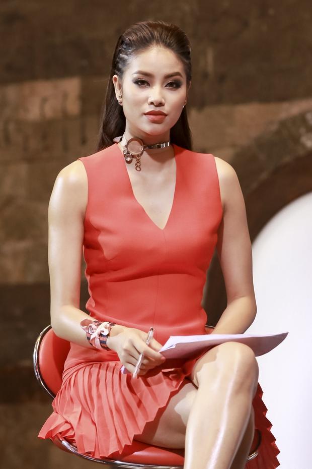 The Face: Lan Khuê - Phạm Hương khai chiến, chê nhau tự tin thái quá - Ảnh 4.