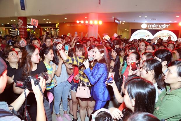 Bảo Anh rơi nước mắt hạnh phúc trong buổi tiệc sinh nhật cùng fan - Ảnh 17.