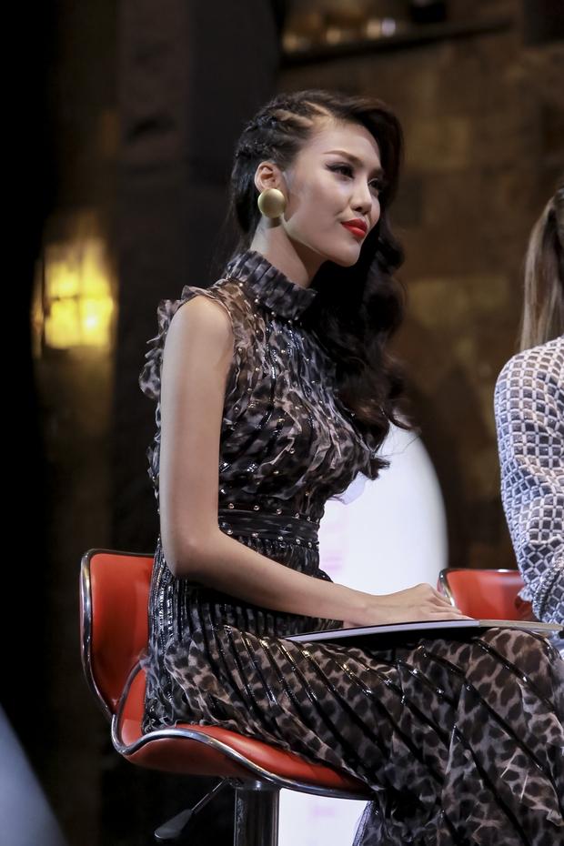 The Face: Lan Khuê - Phạm Hương khai chiến, chê nhau tự tin thái quá - Ảnh 5.
