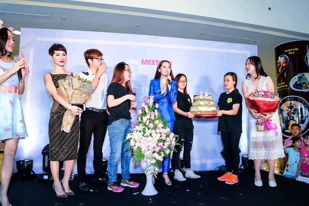 Bảo Anh rơi nước mắt hạnh phúc trong buổi tiệc sinh nhật cùng fan - Ảnh 13.