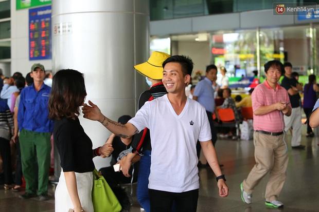 Minh Nhựa ra sân bay đón vợ con từ Hàn Quốc trở về sau những ngày vật vã đòi tự tử - Ảnh 4.