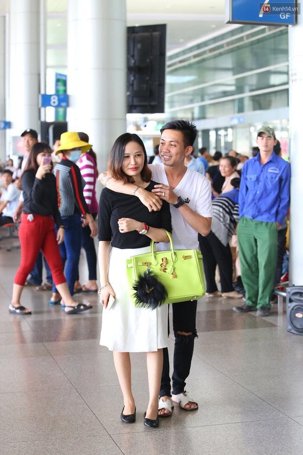 Minh Nhựa ra sân bay đón vợ con từ Hàn Quốc trở về sau những ngày vật vã đòi tự tử - Ảnh 5.