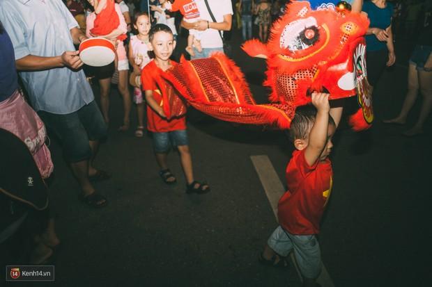 Gặp gỡ nhóm bạn trẻ mang trò chơi dân gian đến giữa lòng phố đi bộ ở Hà Nội - Ảnh 10.