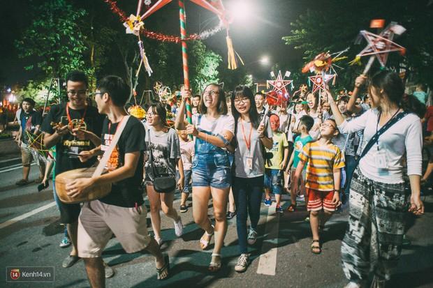 Gặp gỡ nhóm bạn trẻ mang trò chơi dân gian đến giữa lòng phố đi bộ ở Hà Nội - Ảnh 7.