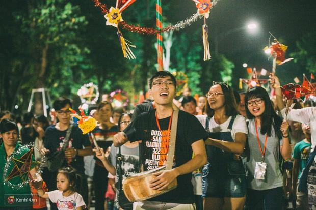 Gặp gỡ nhóm bạn trẻ mang trò chơi dân gian đến giữa lòng phố đi bộ ở Hà Nội - Ảnh 14.