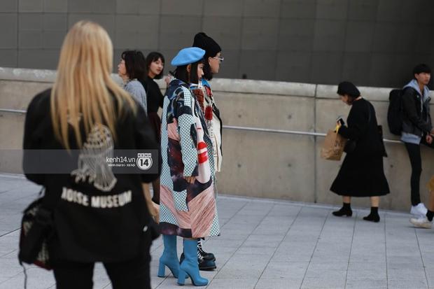 Hoàng Ku, Châu Bùi, Cao Minh Thắng & các fashionista Việt nổi không kém fashionista Hàn tại Seoul Fashion Week - Ảnh 9.