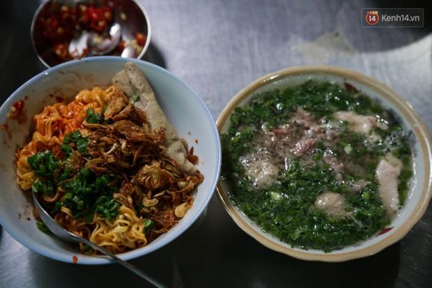 Có gì đặc biệt trong tô mì tôm muối ớt giá hơn 50.000 đồng vẫn hút khách ở Sài Gòn? - Ảnh 11.
