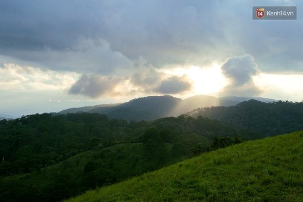 Trekking và cắm trại ở đồi Tà Năng: Đi để thấy mình còn trẻ và còn nhiều nơi phải chinh phục! - Ảnh 23.