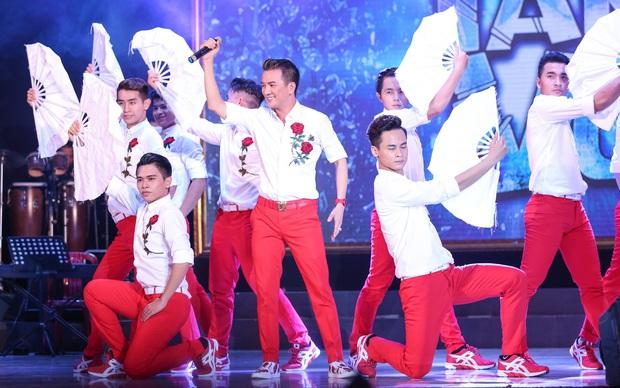 Quán quân Idol Kids Hồ Văn Cường theo chân ủng hộ mẹ nuôi Phi Nhung - Ảnh 9.