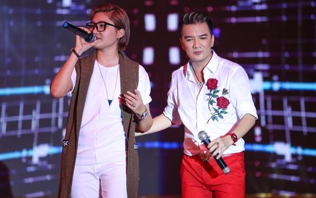 Quán quân Idol Kids Hồ Văn Cường theo chân ủng hộ mẹ nuôi Phi Nhung - Ảnh 17.