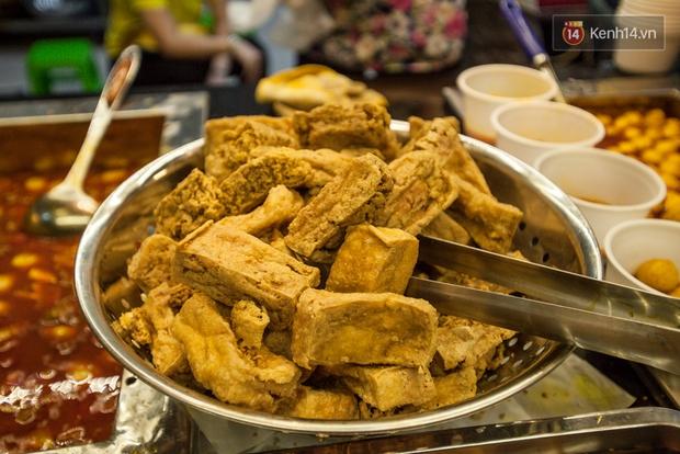 Chết ngất với hàng đậu hủ thúi siêu đắt khách tại Sài Gòn - Ảnh 6.