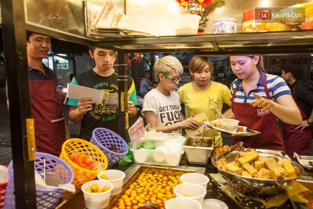 Chết ngất với hàng đậu hủ thúi siêu đắt khách tại Sài Gòn - Ảnh 5.