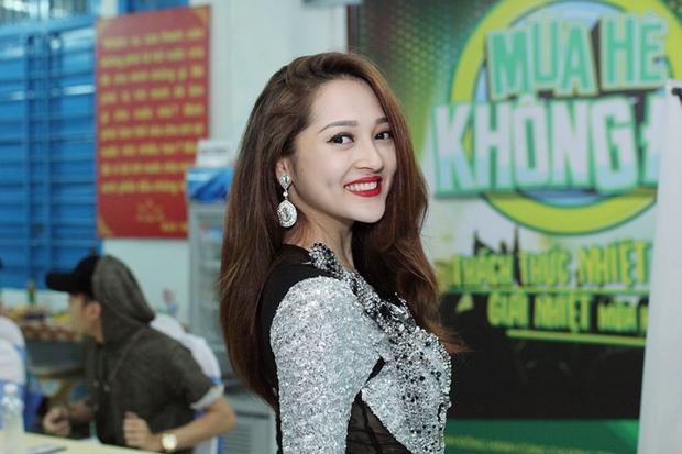 Bạn gái xinh đẹp hộ tống Phan Mạnh Quỳnh đi diễn, Sơn Tùng M-TP diện cây trắng cực chất - Ảnh 30.