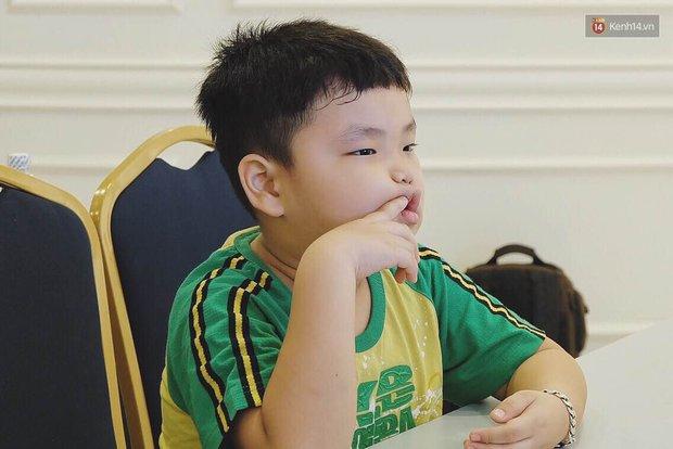 Nhóc tì Bi Béo trong Bố ơi mình đi đâu thế lém lỉnh trong họp báo của bố Xuân Bắc - Ảnh 10.
