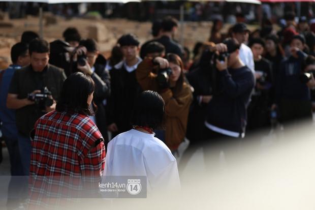 Châu Bùi & Cao Minh Thắng ton-sur-ton, Min diện quần một mất một còn tại Seoul Fashion Week ngày 3 - Ảnh 3.