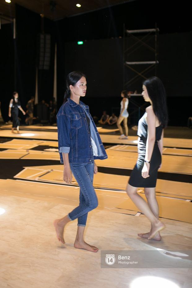 Mai Ngô để lộ dáng to gấp đôi Phí Phương Anh trong buổi tập Elle Show 2016 - Ảnh 18.