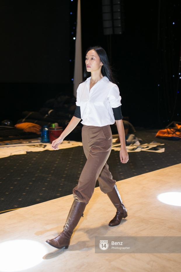 Mai Ngô để lộ dáng to gấp đôi Phí Phương Anh trong buổi tập Elle Show 2016 - Ảnh 11.