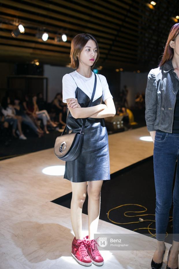 Mai Ngô để lộ dáng to gấp đôi Phí Phương Anh trong buổi tập Elle Show 2016 - Ảnh 1.