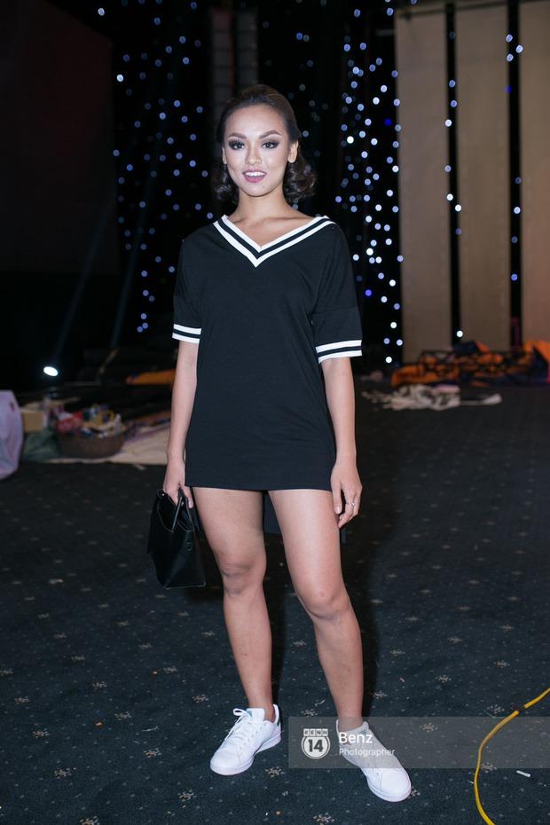 Mai Ngô để lộ dáng to gấp đôi Phí Phương Anh trong buổi tập Elle Show 2016 - Ảnh 5.