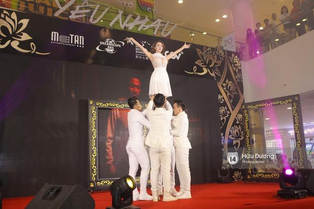 Minh Hằng xinh đẹp, khéo khoe vòng một gợi cảm khi ra mắt phim điện ảnh mới - Ảnh 5.