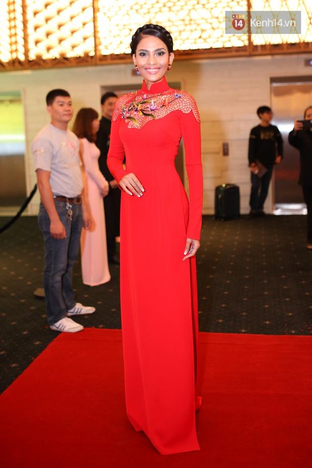 Dàn mỹ nhân Việt đua sắc với Áo dài trên thảm đỏ - Ảnh 1.
