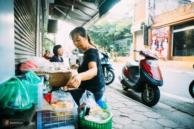 Ngày Hà Nội mát trời, đi ăn xôi ở 3 hàng vỉa hè cứ chậm chân... là hết - Ảnh 6.