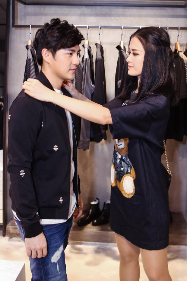 Bận rộn cho liveshow, Đông Nhi vẫn tranh thủ đưa Ông Cao Thắng đi mua sắm - Ảnh 2.