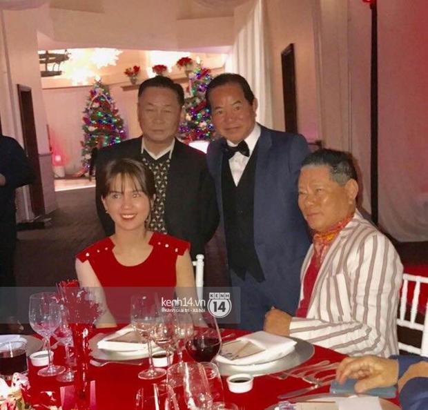 HOT: Ngọc Trinh lần đầu tình tứ chụp hình bên cạnh người yêu tỷ phú 72 tuổi tại Mỹ - Ảnh 1.