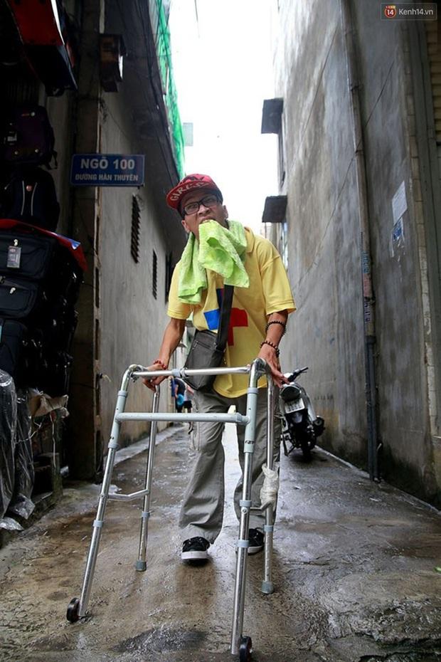 Nghị lực phi thường của chàng công tử ngồi xe lăn đi quyên tiền từ thiện trên phố - Ảnh 8.