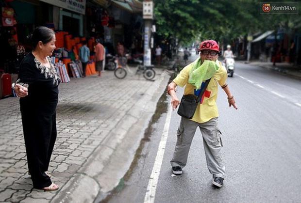 Nghị lực phi thường của chàng công tử ngồi xe lăn đi quyên tiền từ thiện trên phố - Ảnh 9.