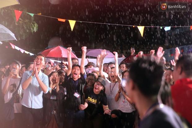 Ngày tự hào đồng tính - Những trái tim lục sắc đã có một đêm vui dưới mưa Sài Gòn như thế! - Ảnh 5.
