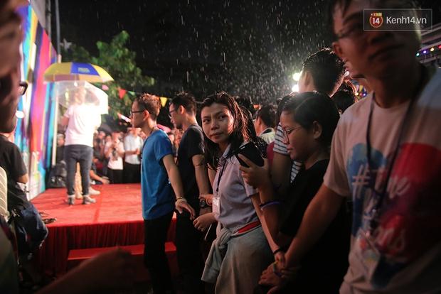 Ngày tự hào đồng tính - Những trái tim lục sắc đã có một đêm vui dưới mưa Sài Gòn như thế! - Ảnh 9.