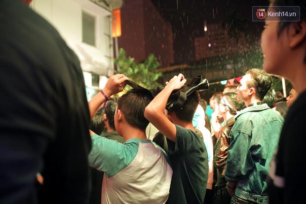 Ngày tự hào đồng tính - Những trái tim lục sắc đã có một đêm vui dưới mưa Sài Gòn như thế! - Ảnh 11.