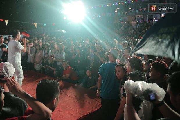 Ngày tự hào đồng tính - Những trái tim lục sắc đã có một đêm vui dưới mưa Sài Gòn như thế! - Ảnh 3.
