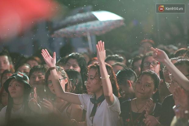 Ngày tự hào đồng tính - Những trái tim lục sắc đã có một đêm vui dưới mưa Sài Gòn như thế! - Ảnh 10.