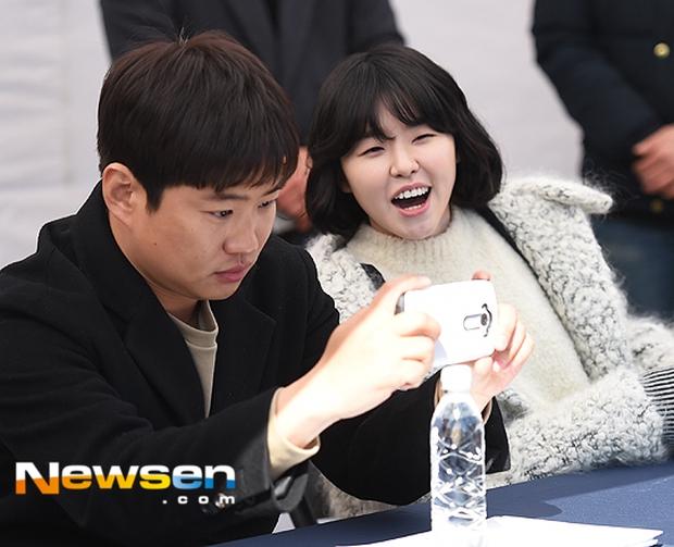 Hyeri thân mật với chồng Park Bo Gum trong sự kiện họp fan Reply 1988 - Ảnh 22.