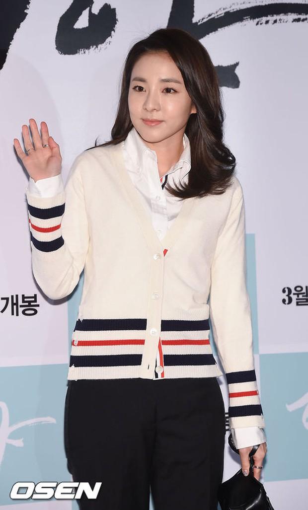 Dara (2NE1) tươi trẻ không kém cạnh đàn em A Pink kém 11 tuổi tại sự kiện - Ảnh 3.