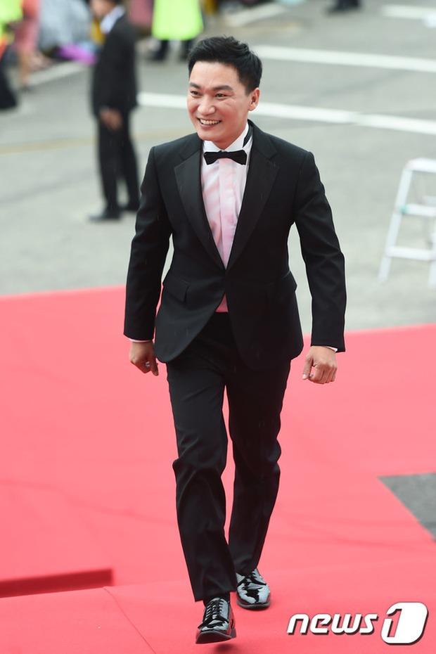 Thảm đỏ Oscar Hàn Quốc: Mỹ nhân đua nhau khoe vòng một, tân Hoa hậu - Á hậu bị chê kém sắc - Ảnh 20.