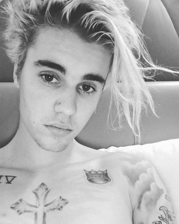 Justin Bieber gây chú ý với ảnh selfie khoe khuyên mũi - Ảnh 1.