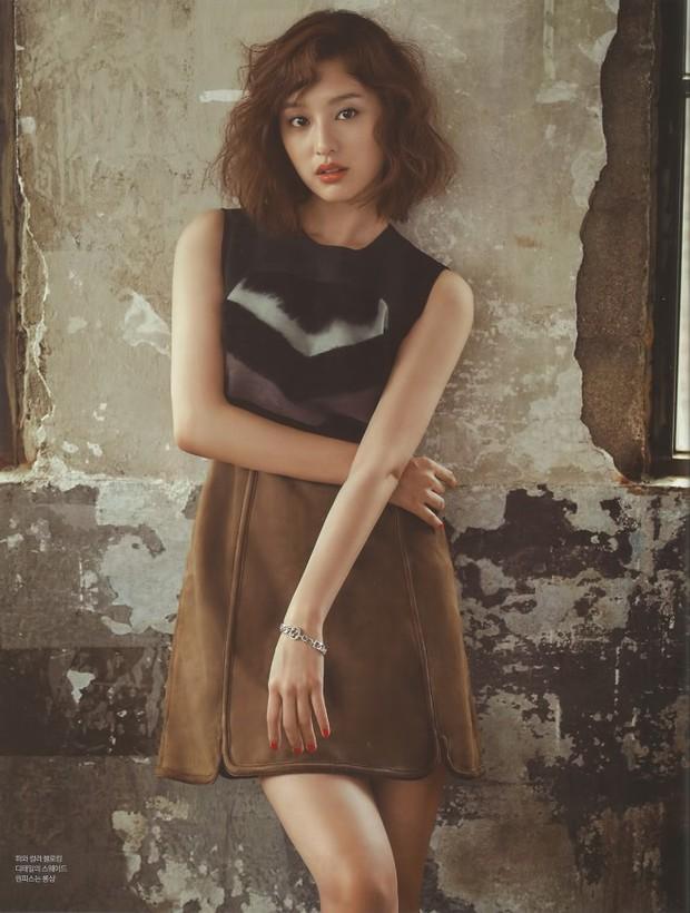 Park Shin Hye đẹp ma mị với suối tóc dài không tưởng, Shin Min Ah sành điệu trên tạp chí - Ảnh 18.
