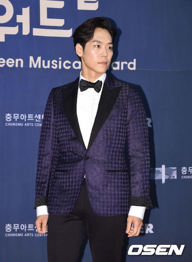 Seohyun (SNSD) đọ sắc nóng bỏng cùng đàn chị, Junsu bị chê vì tóc xù mì trên thảm đỏ nhạc kịch - Ảnh 20.