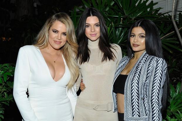 Bí quyết thon thả chỉ sau một đêm của chị em nhà Kardashian - Ảnh 1.